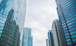 ビル街と空