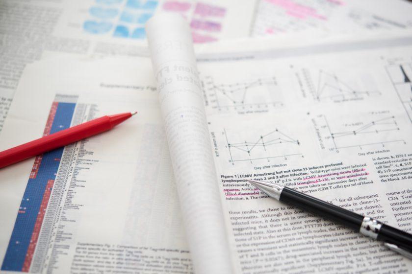 資料とペン